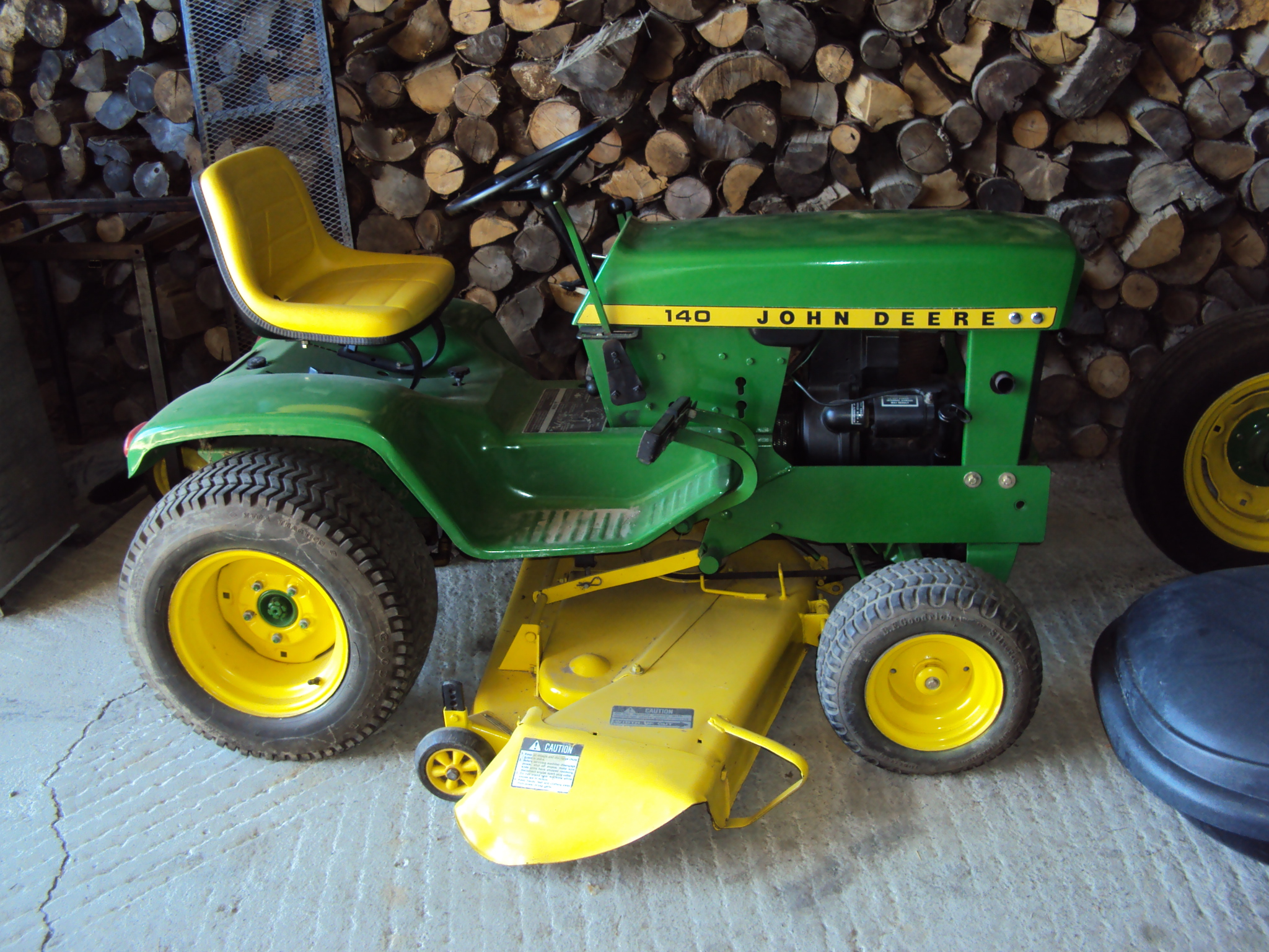 John deere 140 garden tractor car interior design for Pelouse
